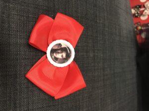 Rød Elvis sløjfe