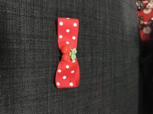Lille rød sløjfe med cherrys