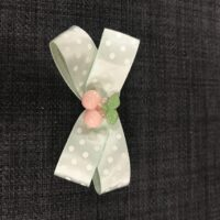 Grøn sløjfe med pink kirsebær